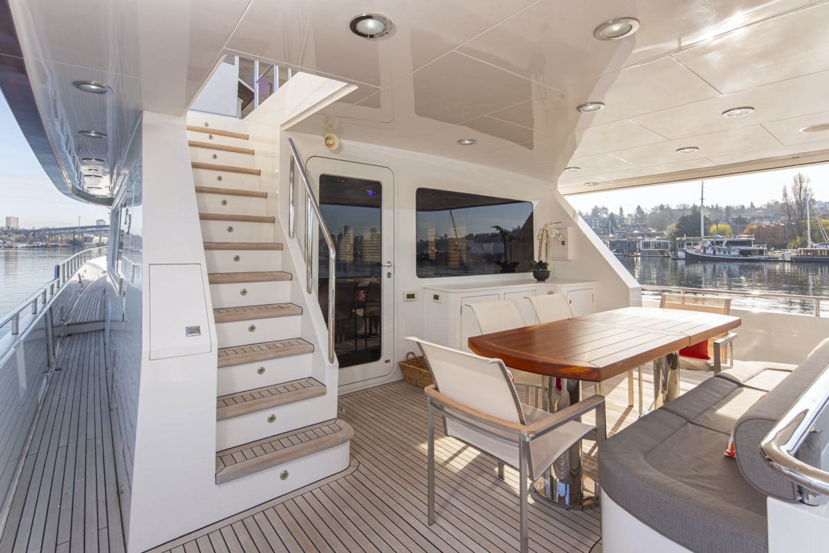 2015 Paragon 92' motor yacht PARAGON COCKPIT | Picture 8 of 55