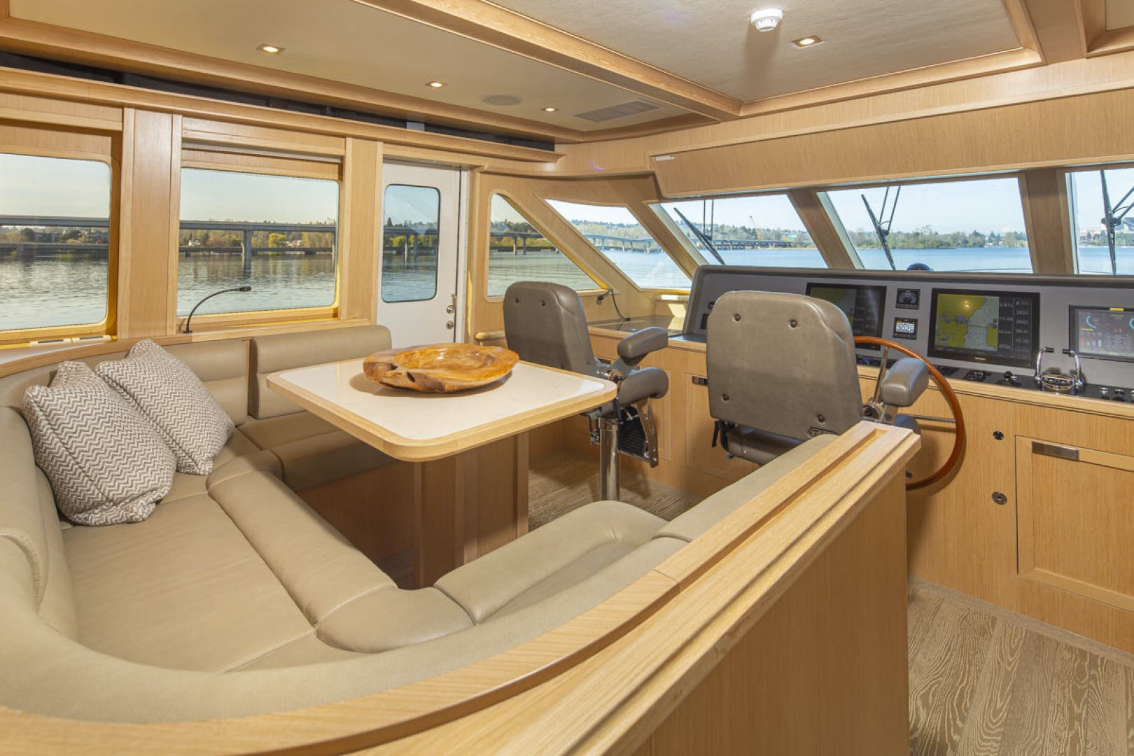 2015 Paragon 92' motor yacht PARAGON COCKPIT | Picture 2 of 56