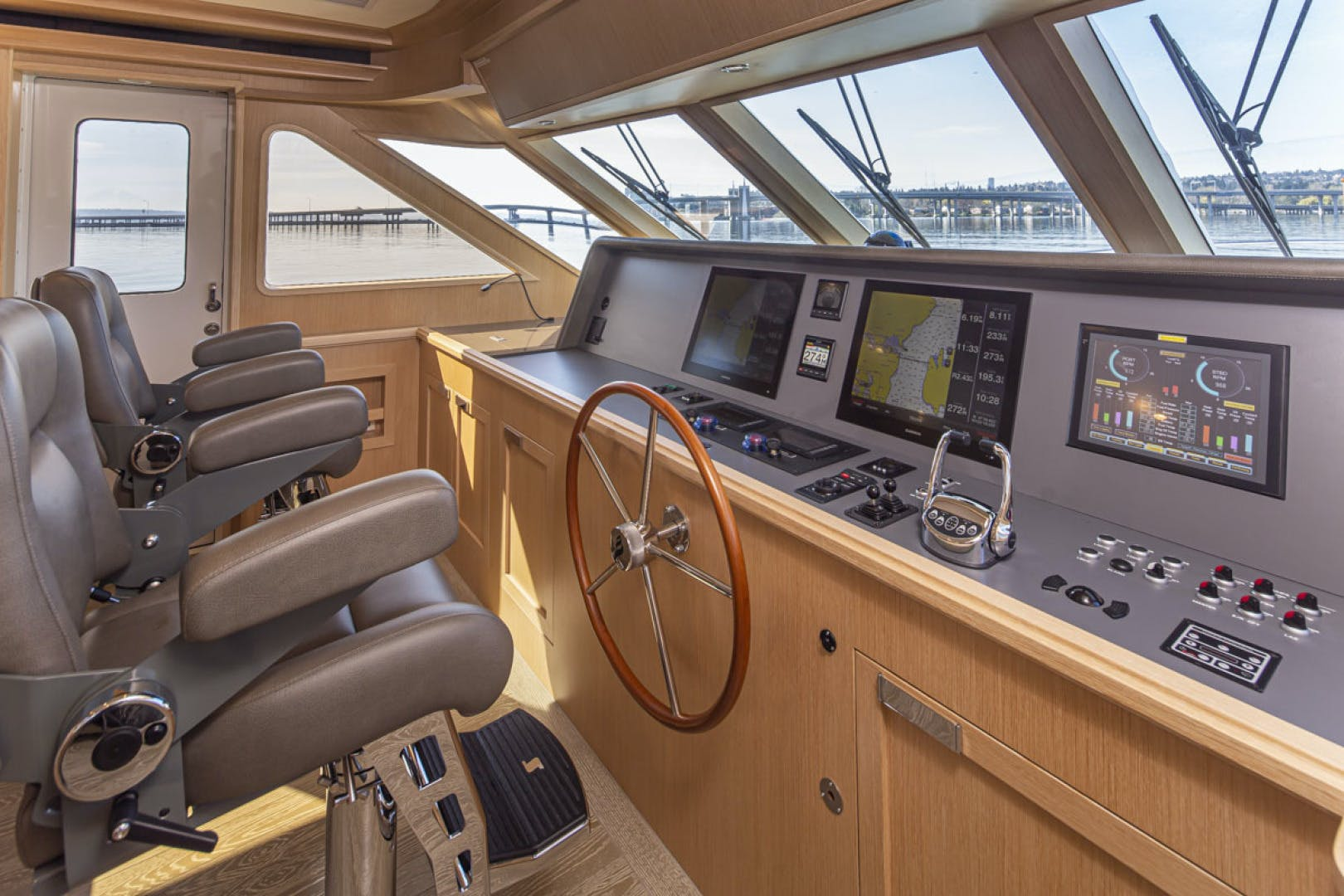 2015 Paragon 92' motor yacht PARAGON COCKPIT | Picture 3 of 55