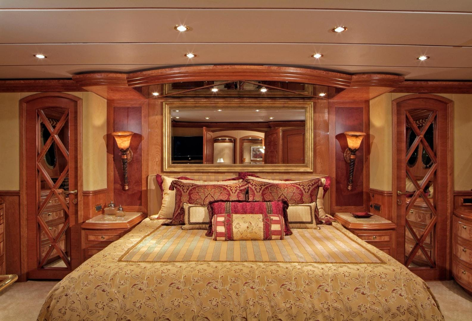 2007 Hargrave 90' Skylounge MABUHAY LIMA | Picture 5 of 35