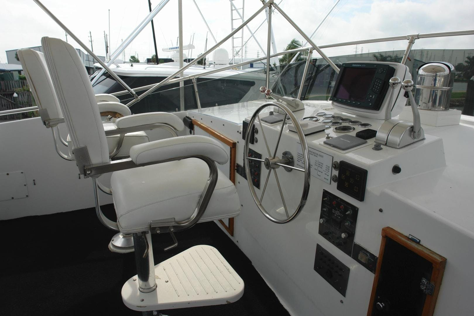 1985 Hatteras 72' 72 Motor Yacht Super Star   Picture 4 of 60