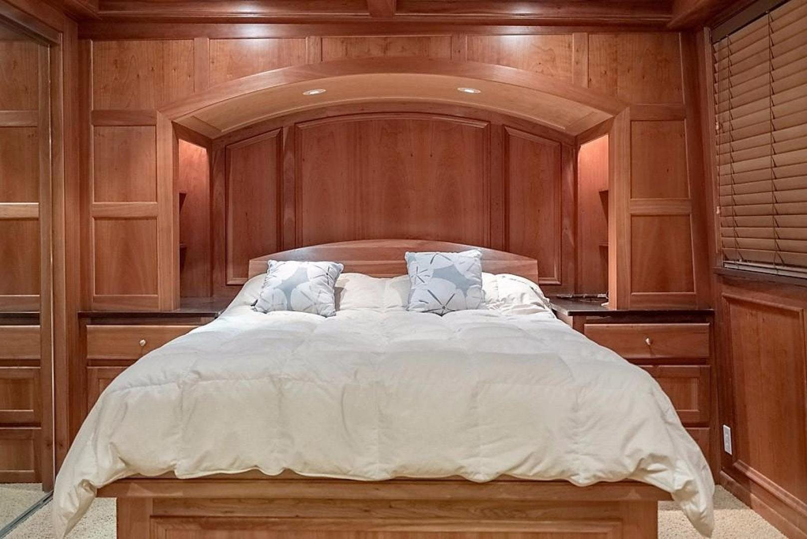 1982 AC Mcleod 79' Custom Sternwheeler House Barge Elena Queen of Arts | Picture 5 of 39