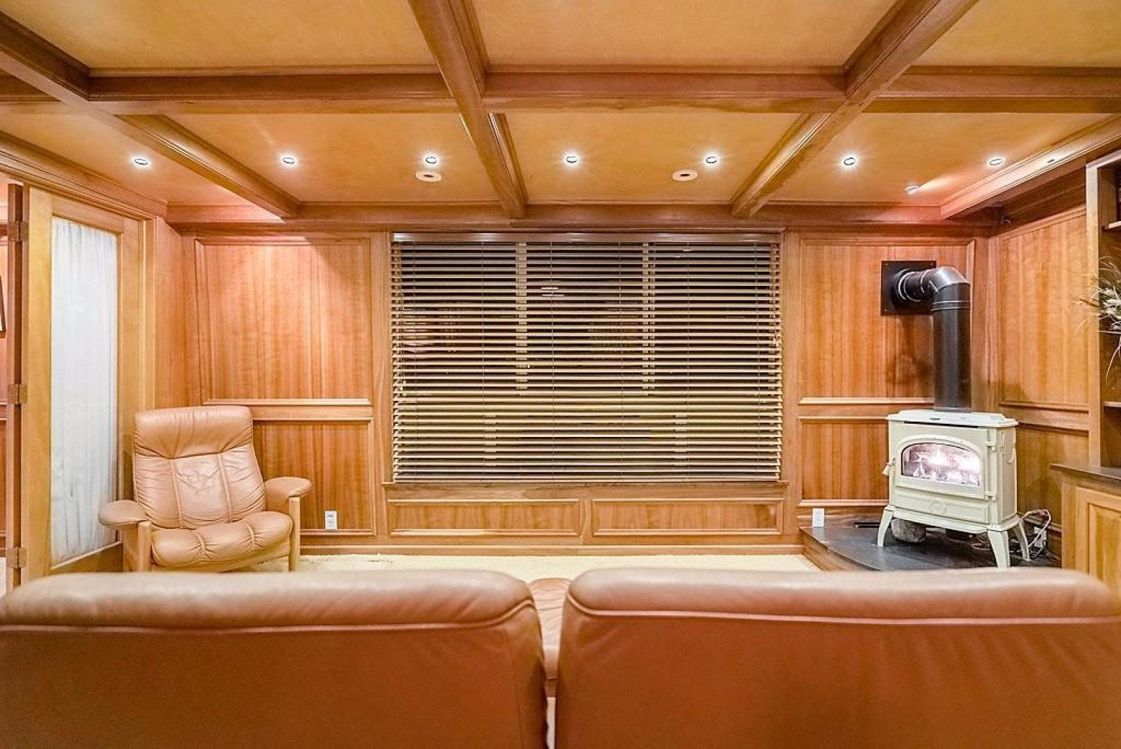 1982 AC Mcleod 79' Custom Sternwheeler House Barge Elena Queen of Arts | Picture 6 of 39