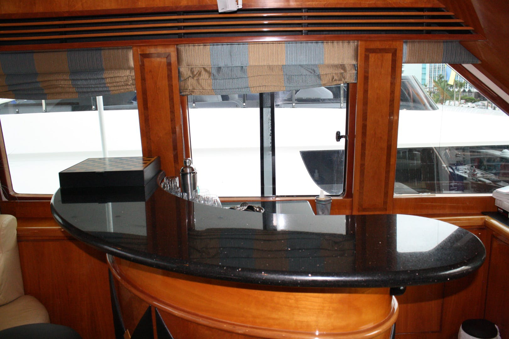 2003 Hargrave 94' Capri Skylounge CRYSTAL ANNE | Picture 5 of 26