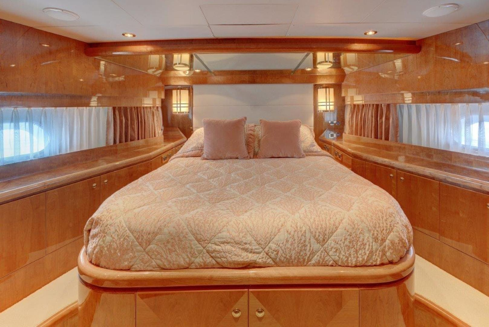 2009 Hargrave 90' 90' Skylounge HEARTBEAT   Picture 4 of 37