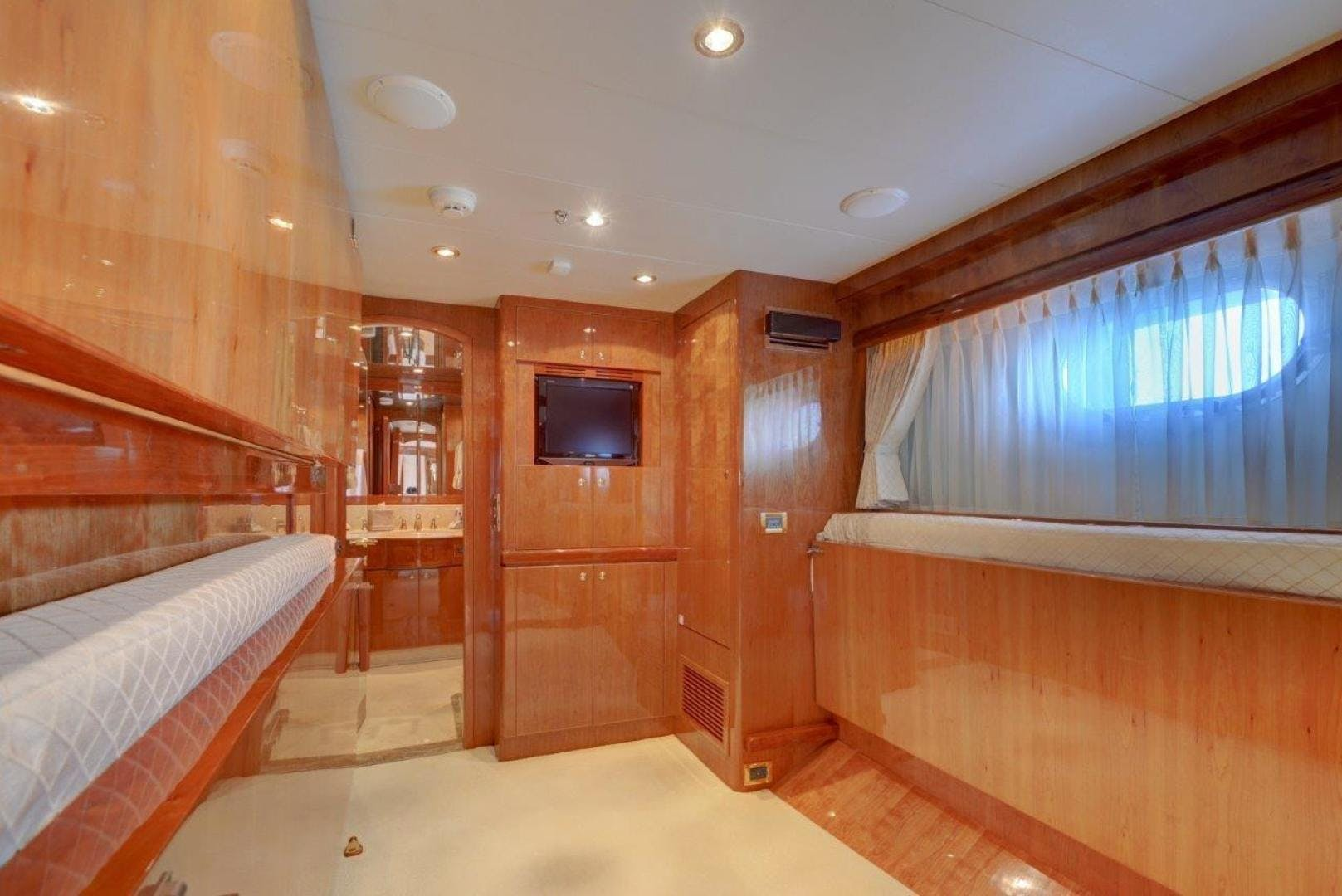 2009 Hargrave 90' 90' Skylounge HEARTBEAT   Picture 2 of 37