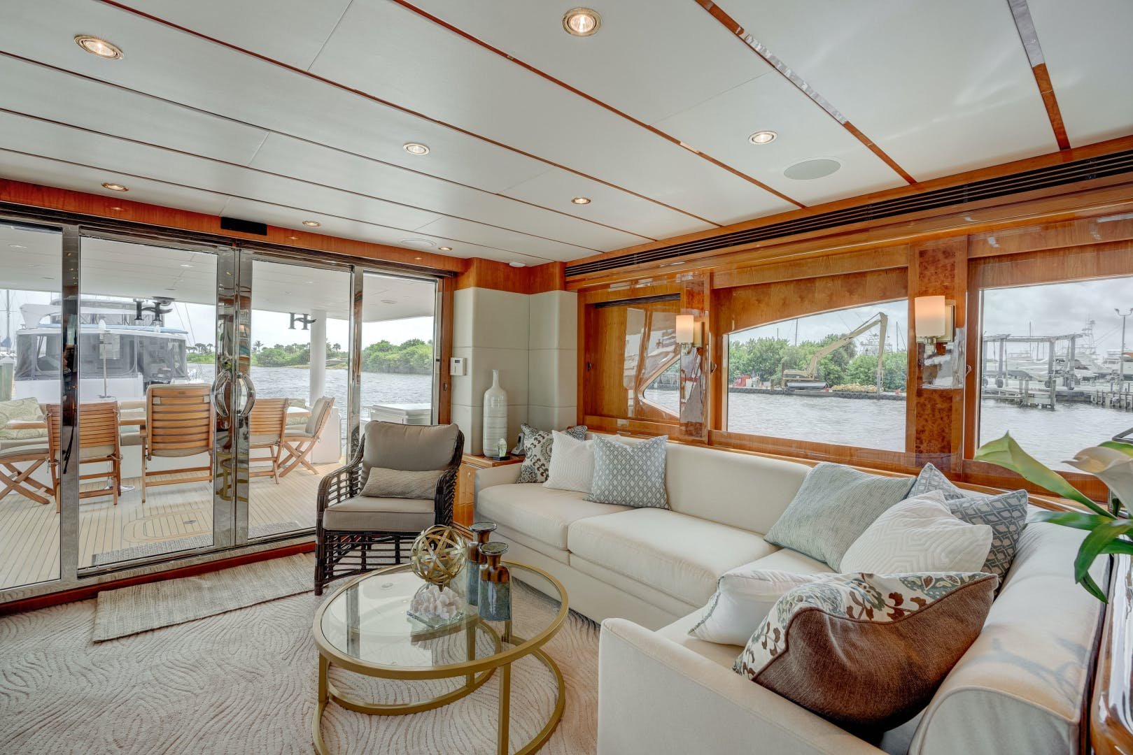 2009 Hargrave 90' 90' Skylounge HEARTBEAT | Picture 4 of 37