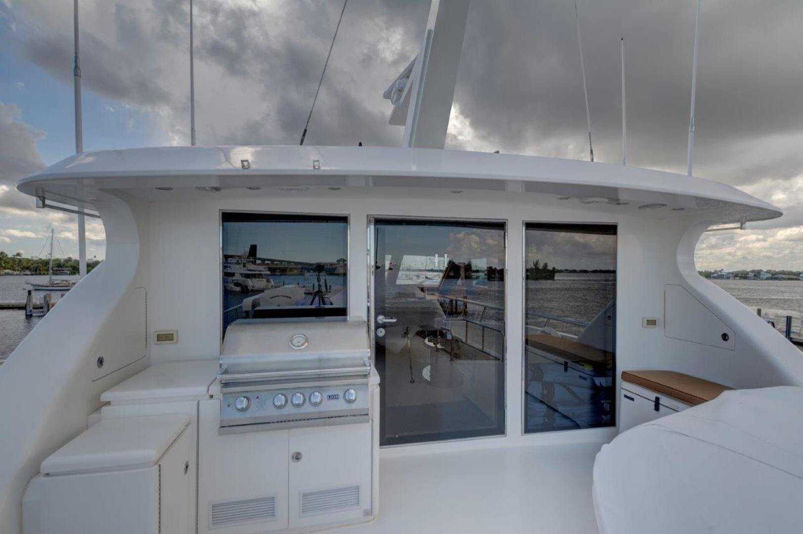 2009 Hargrave 90' 90' Skylounge HEARTBEAT   Picture 7 of 37