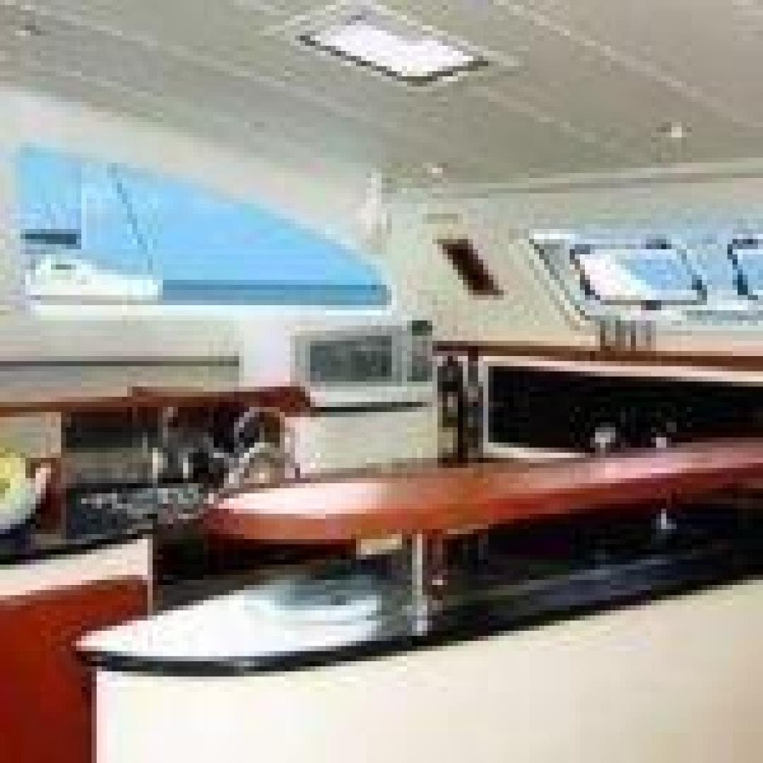 2005 Leopard 43' 43 Cool Change | Picture 2 of 24