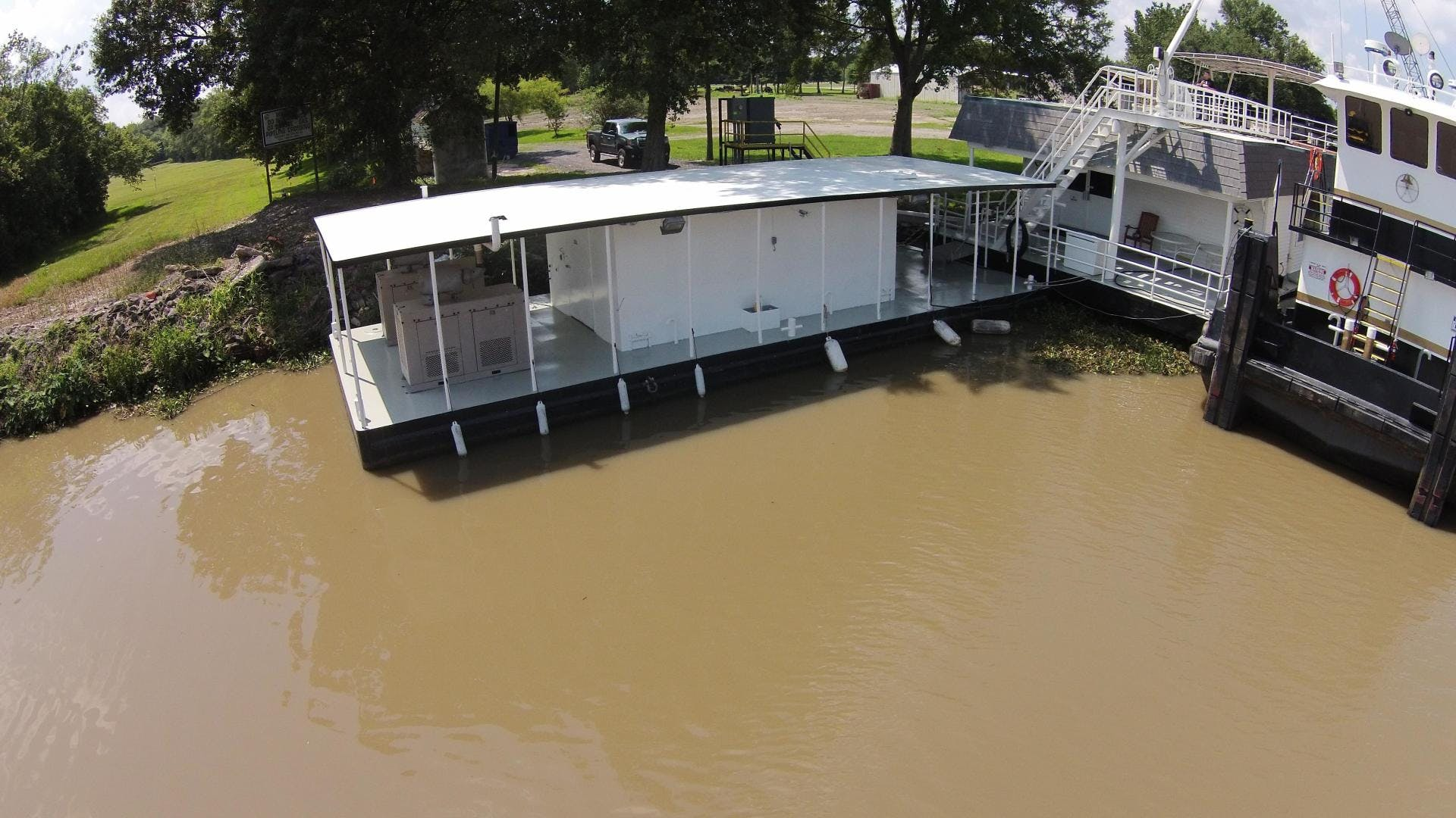1994 Custom 120' Houseboat Lakehouse | Picture 2 of 38