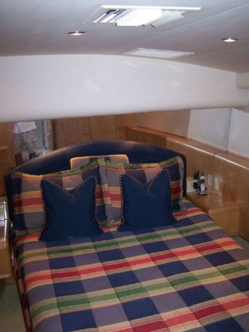1999 Hatteras 60' Enclosed Bridge Convertible 1999 Reel Time | Picture 8 of 10