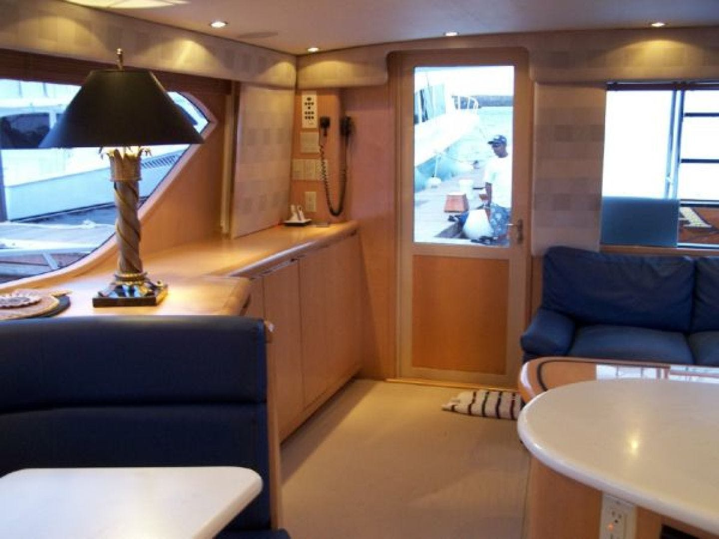 1999 Hatteras 60' Enclosed Bridge Convertible 1999 Reel Time | Picture 3 of 10