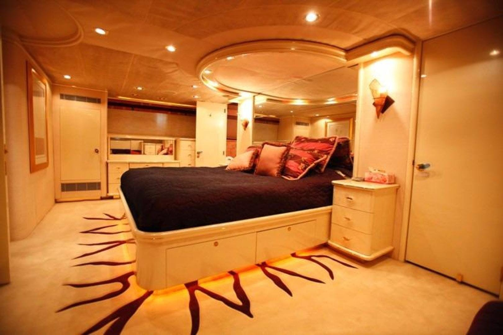 1998 Trident 127' Motor Yacht TAMTEEN | Picture 8 of 33