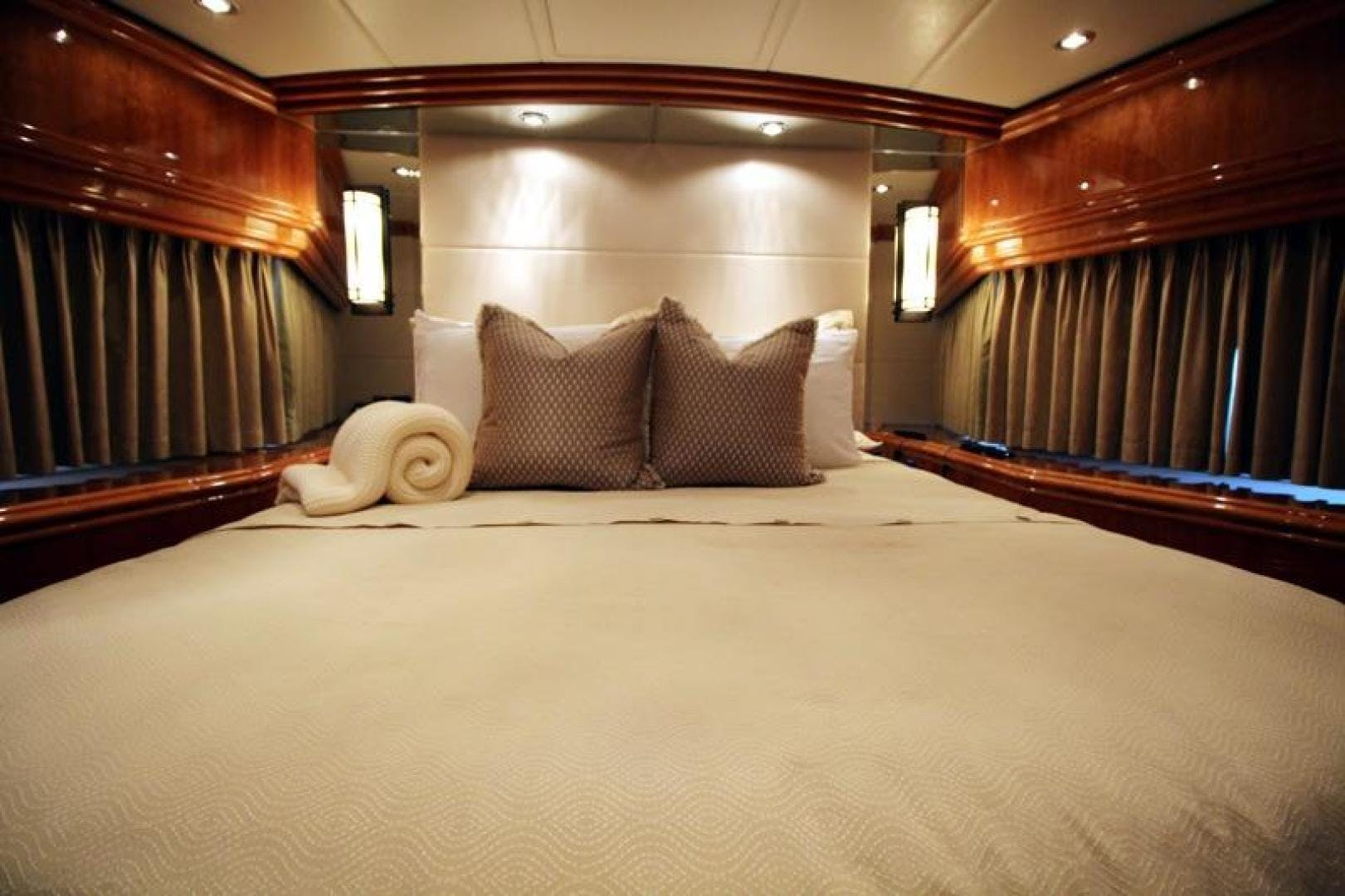 2009 Hargrave 101' Raised Pilot House Motor Yacht La Dolce Vita | Picture 3 of 64