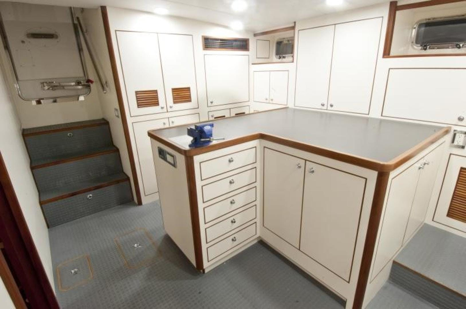 2021 Offshore Yachts 90' 80/85/90 Voyager    Picture 3 of 13