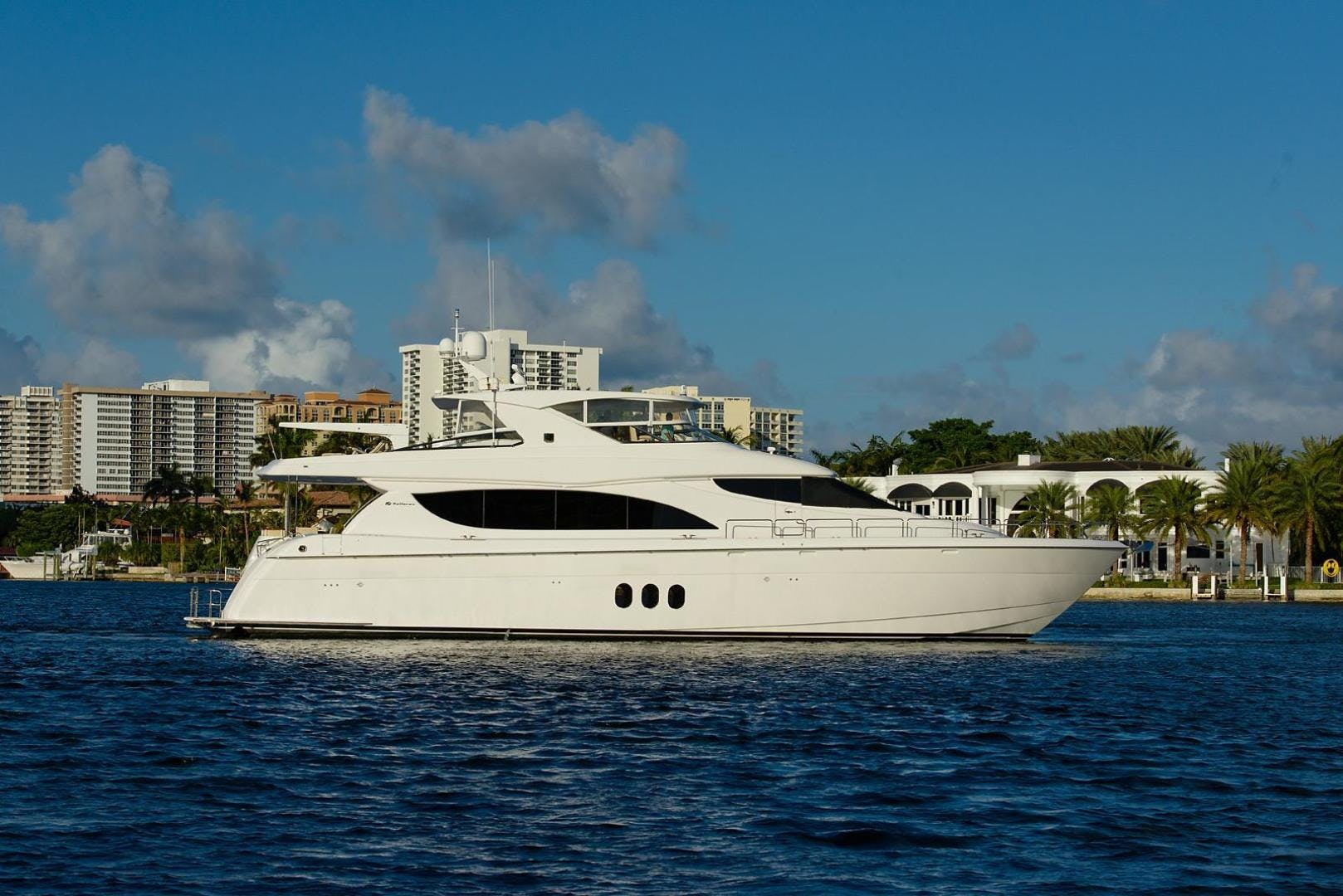 2013 Hatteras 80' 80 Motor Yacht  | Picture 8 of 66