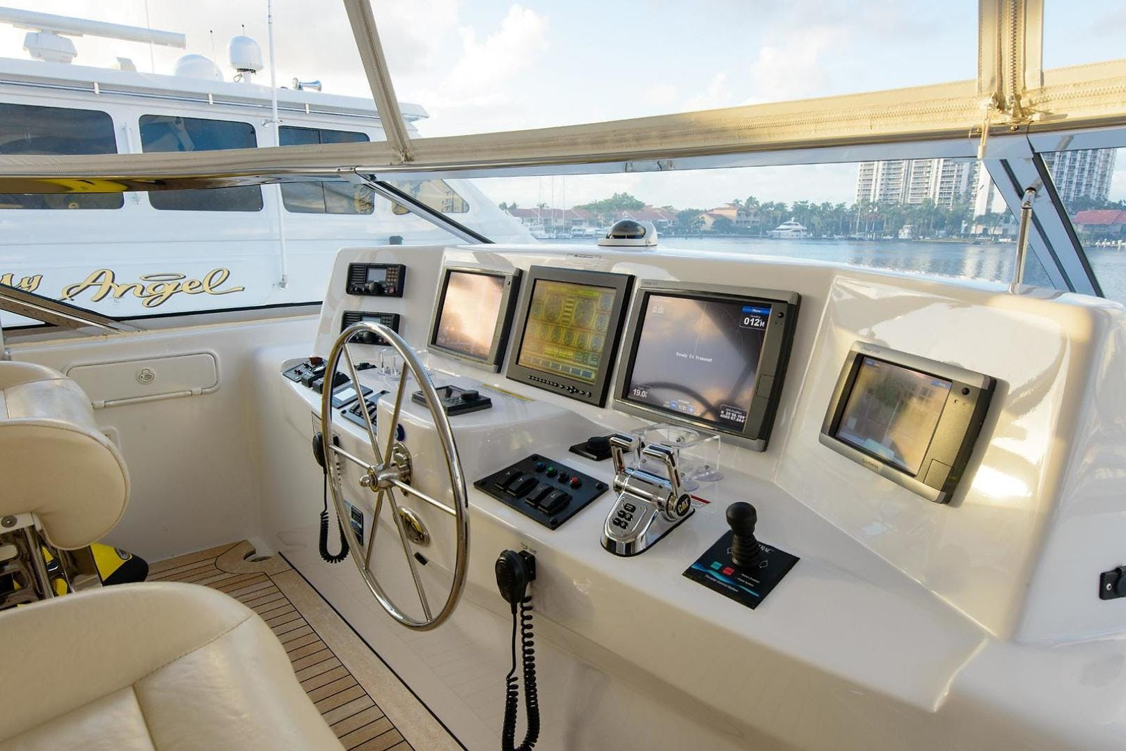 2013 Hatteras 80' 80 Motor Yacht  | Picture 3 of 66