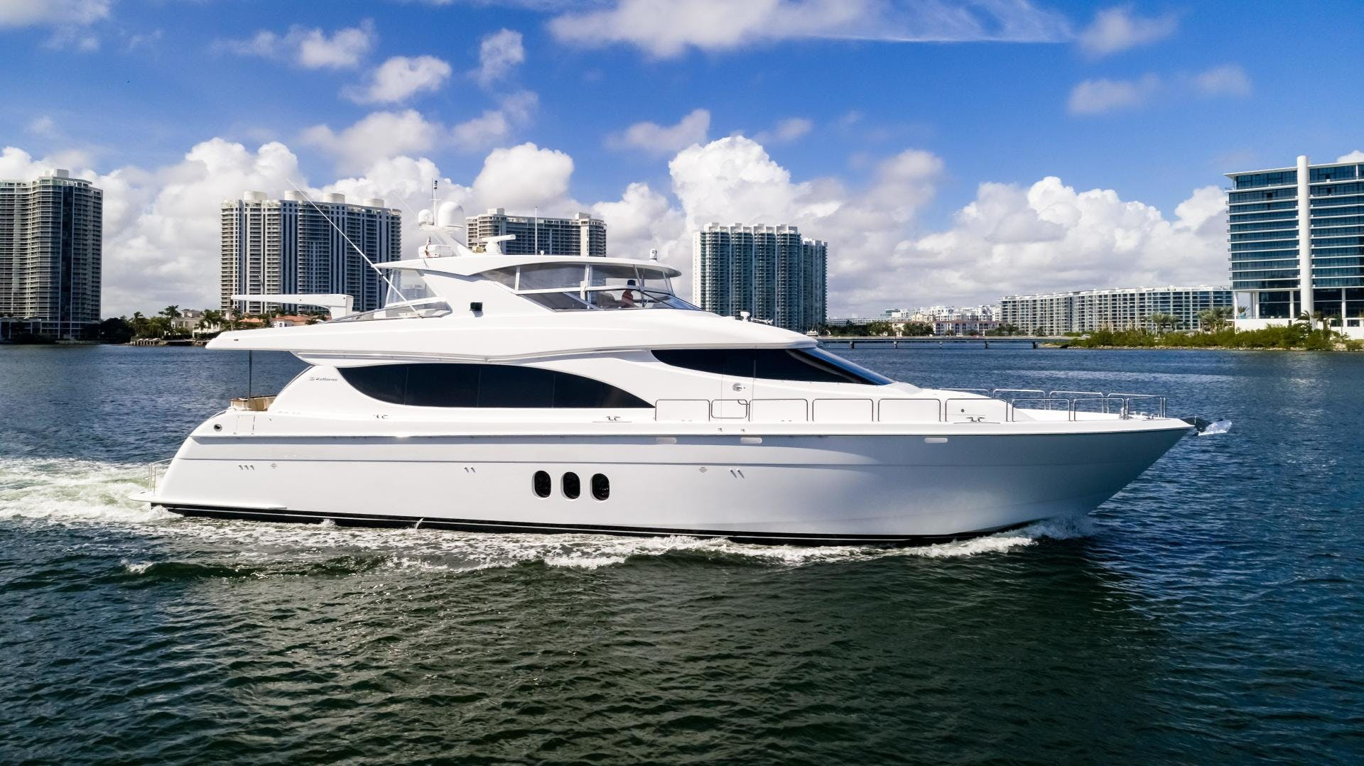 2013 Hatteras 80' 80 Motor Yacht  | Picture 2 of 66