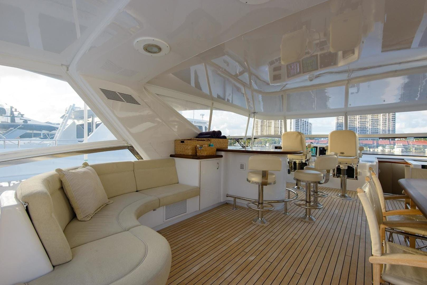 2013 Hatteras 80' 80 Motor Yacht  | Picture 7 of 66