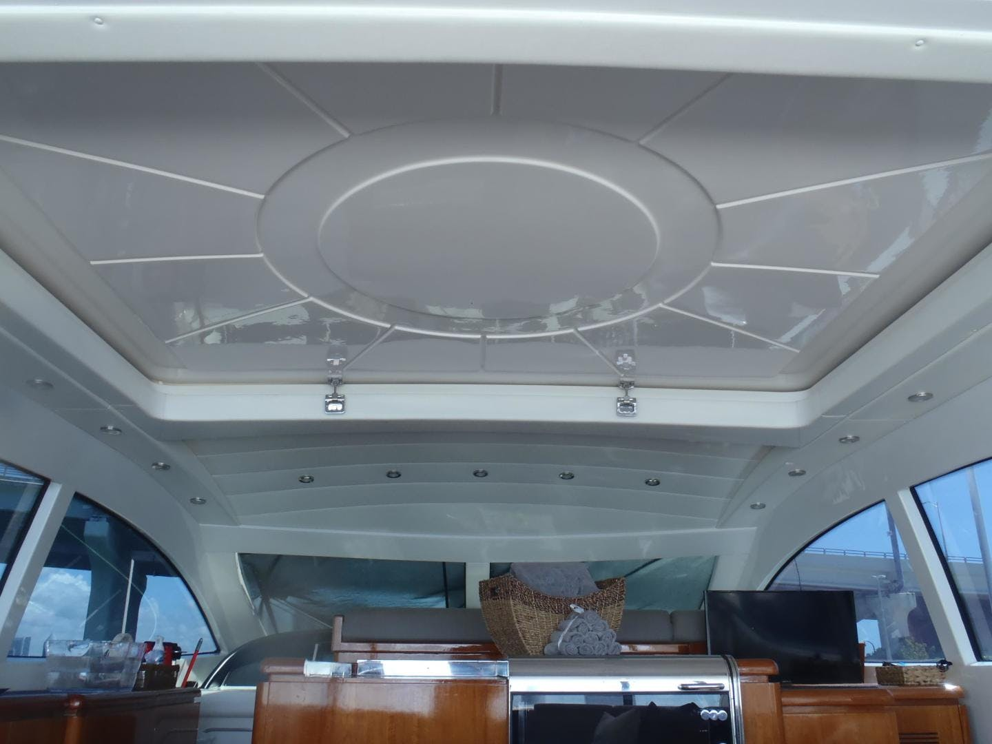 2006 Mangusta 72' 72 YCM | Picture 8 of 47