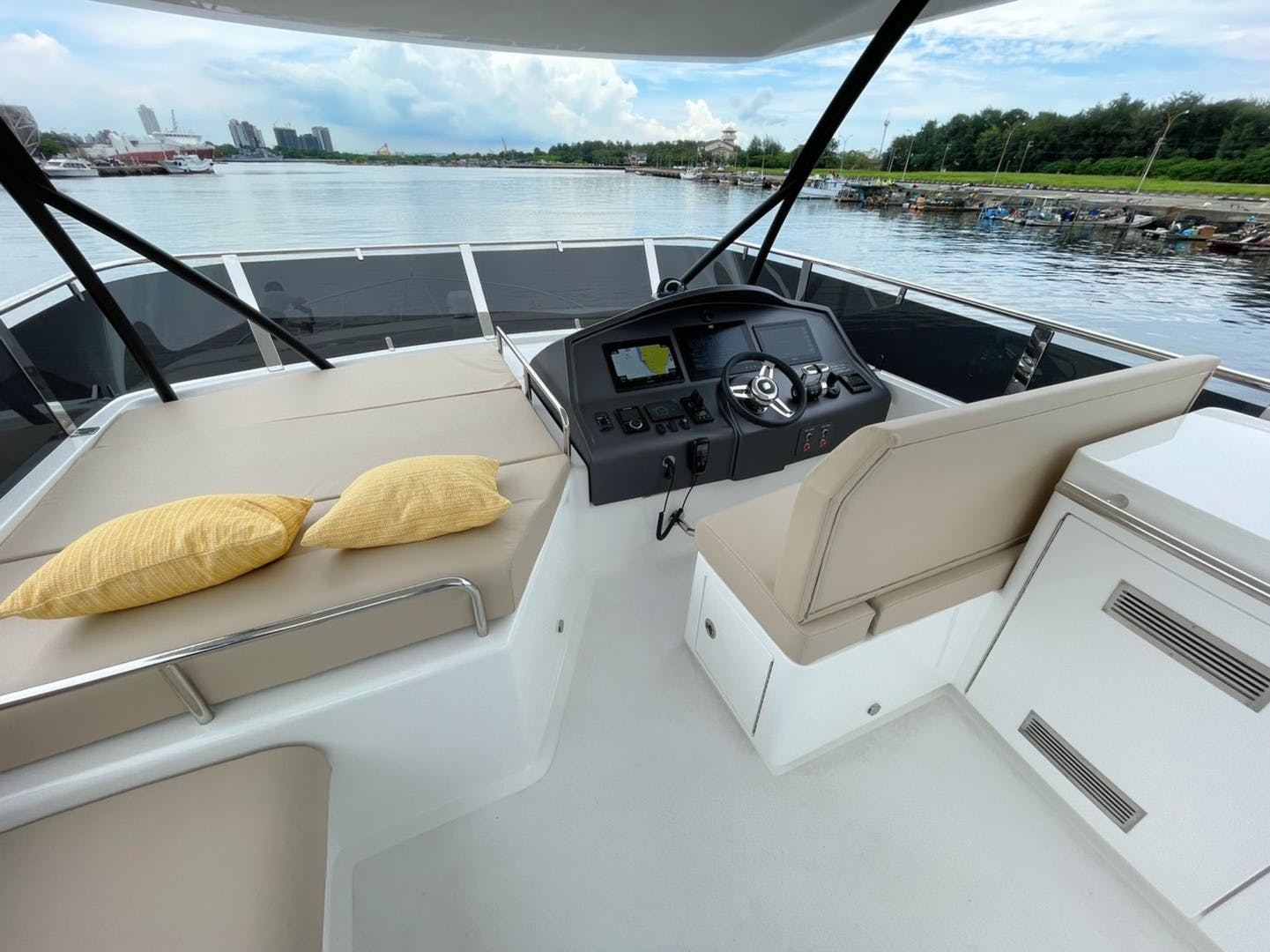 2022 Dyna Yachts 63' Flybridge    Picture 1 of 35