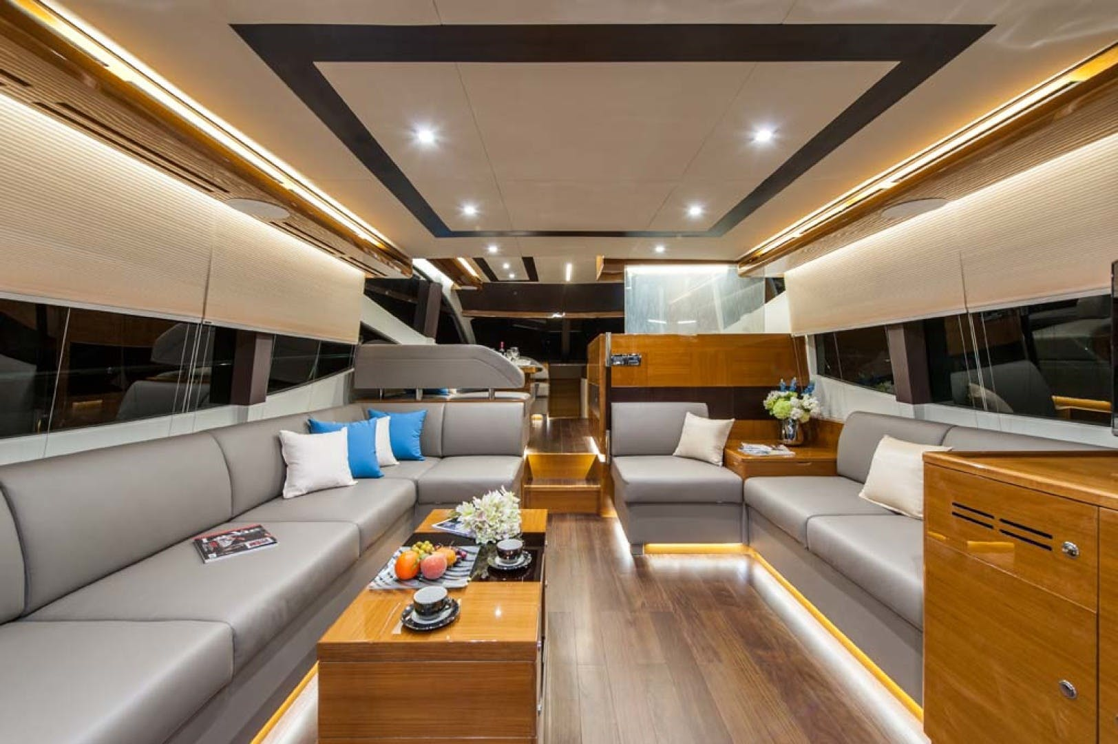 2021 Dyna Yachts 63' Flybridge    Picture 2 of 36