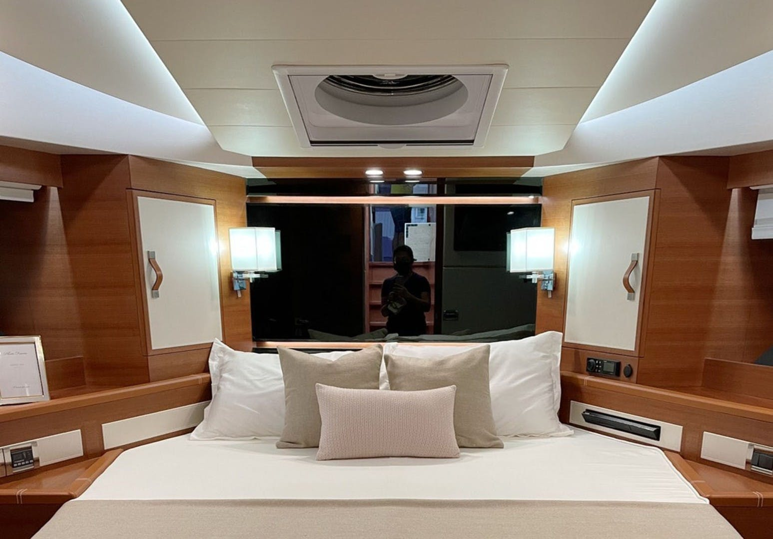 2022 Dyna Yachts 63' Flybridge    Picture 7 of 35