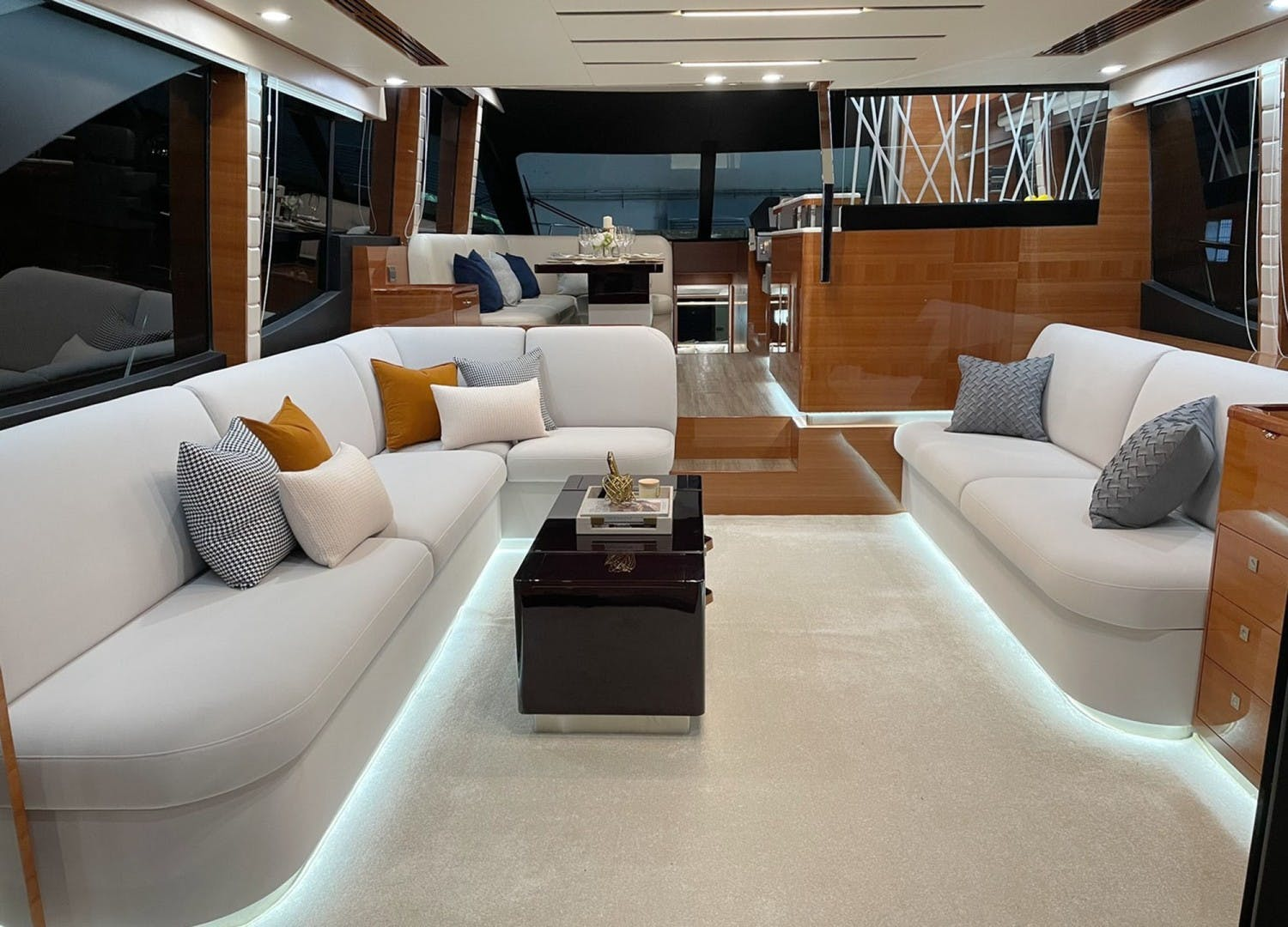 2022 Dyna Yachts 63' Flybridge    Picture 4 of 35