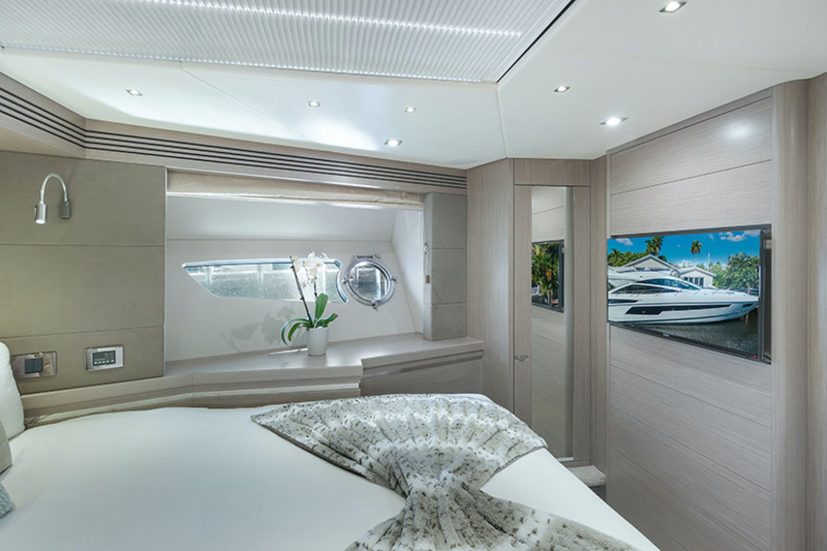 2014 Sunseeker 68' Sport  LONG WAY ROUND | Picture 7 of 36
