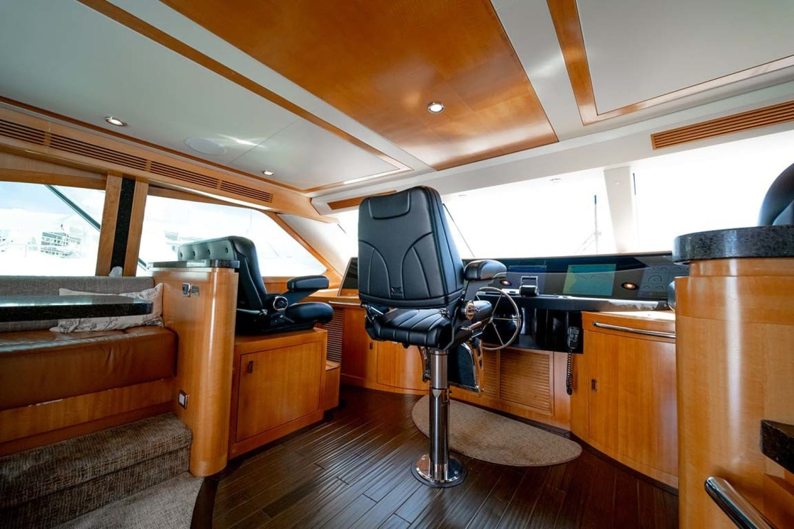 2010 Sea Force IX 92' Sport Fisherman Silky | Picture 4 of 80