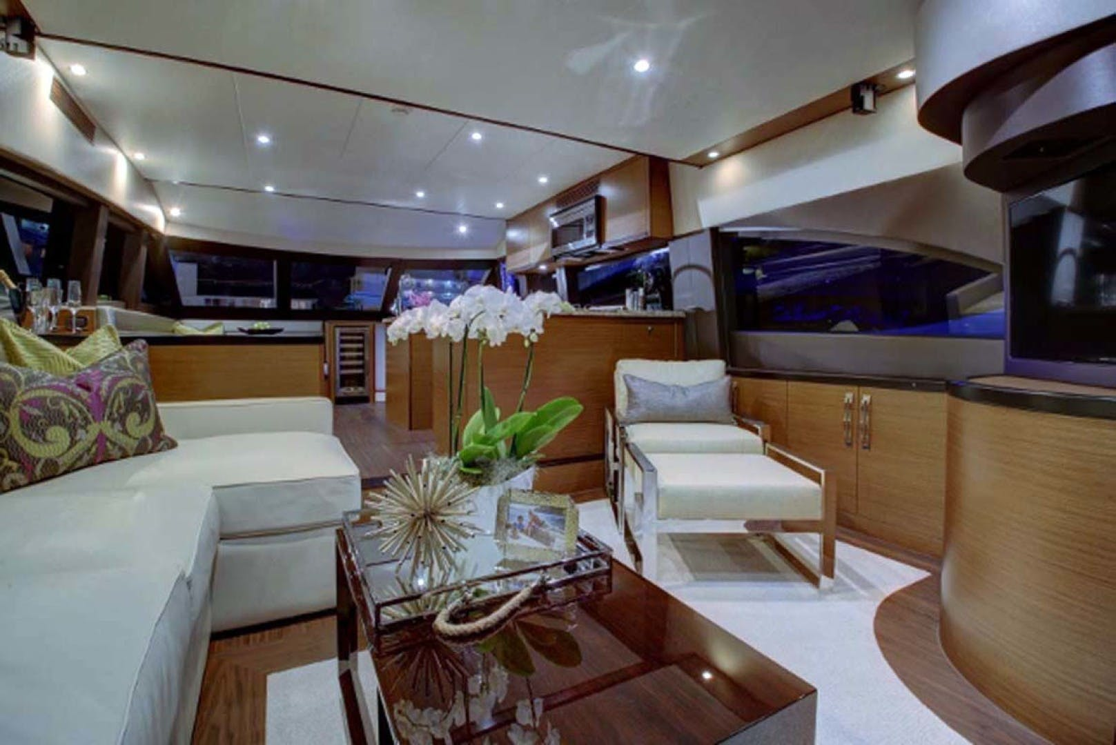 2022 Hatteras 60' M60  | Picture 5 of 18