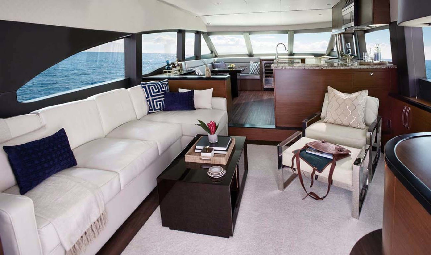 2022 Hatteras 60' M60  | Picture 4 of 18
