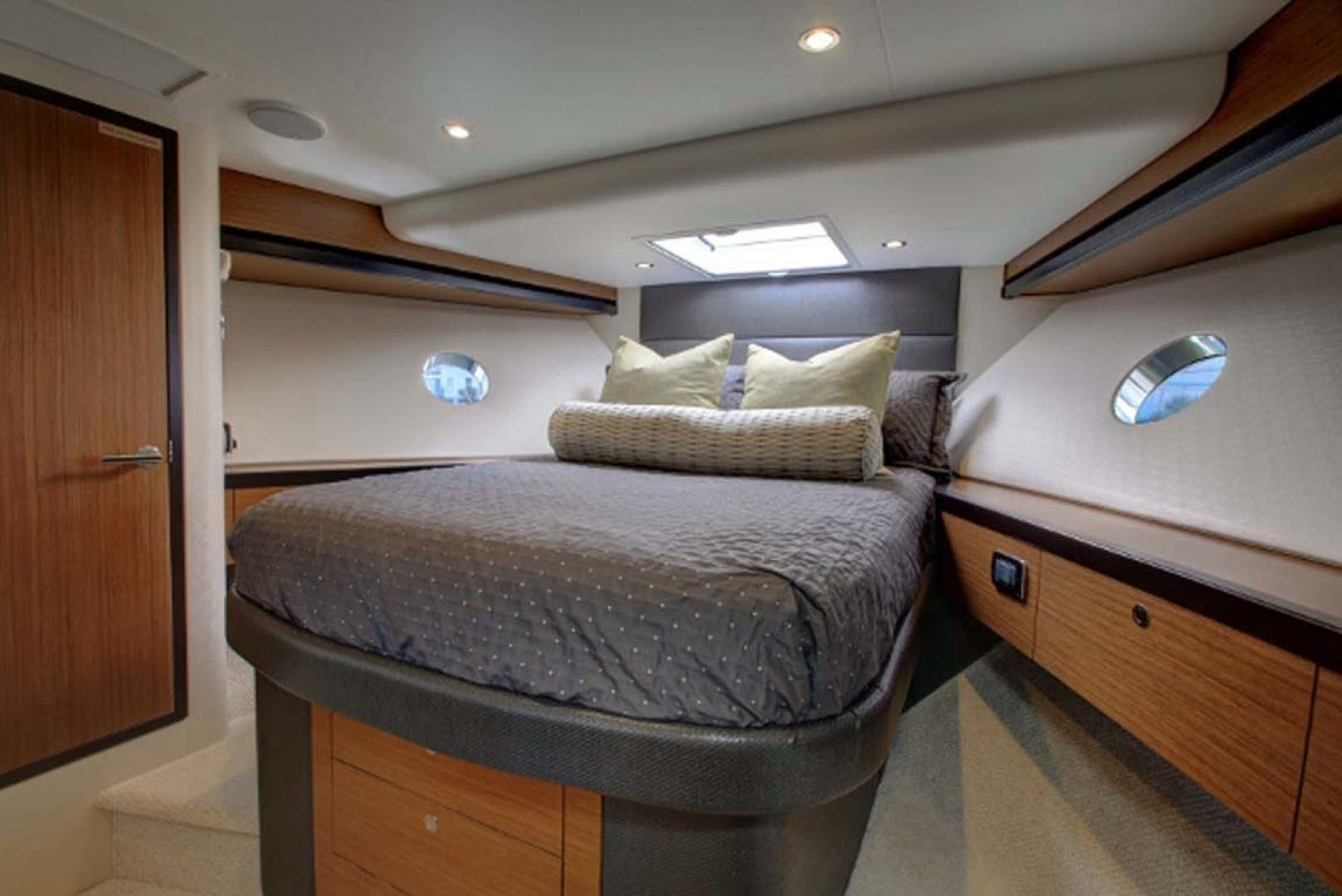 2022 Hatteras 60' M60  | Picture 3 of 18