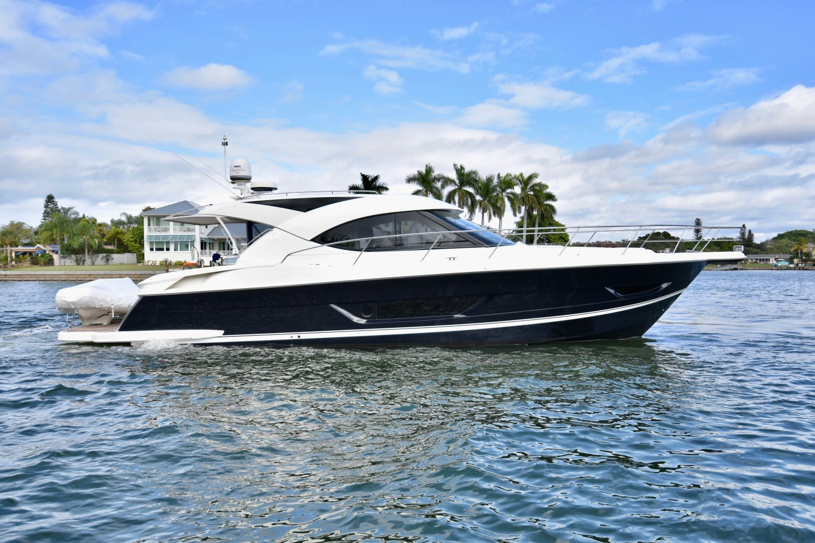 2015 Riviera 44' 44 Sport Yacht Gail Force | Picture 4 of 40