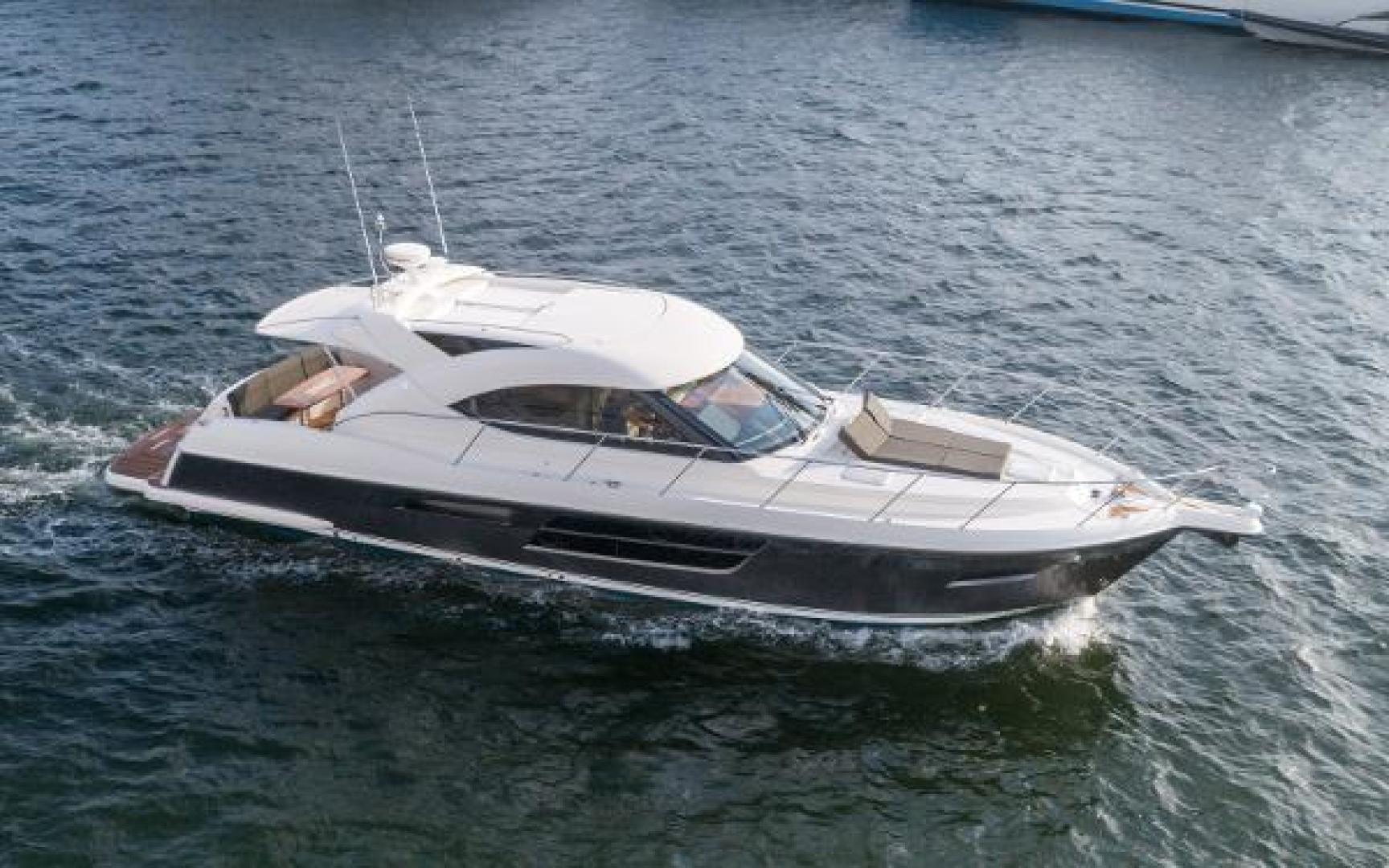 50' Riviera 2013 5000 Sport Yacht Safari