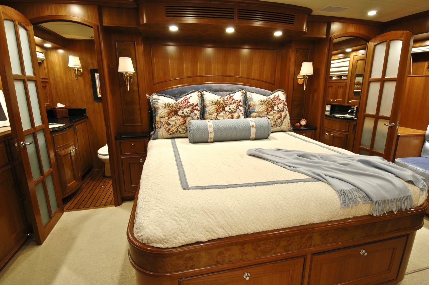 2020 Offshore Yachts 76' 76/80 Motoryacht    Picture 5 of 10