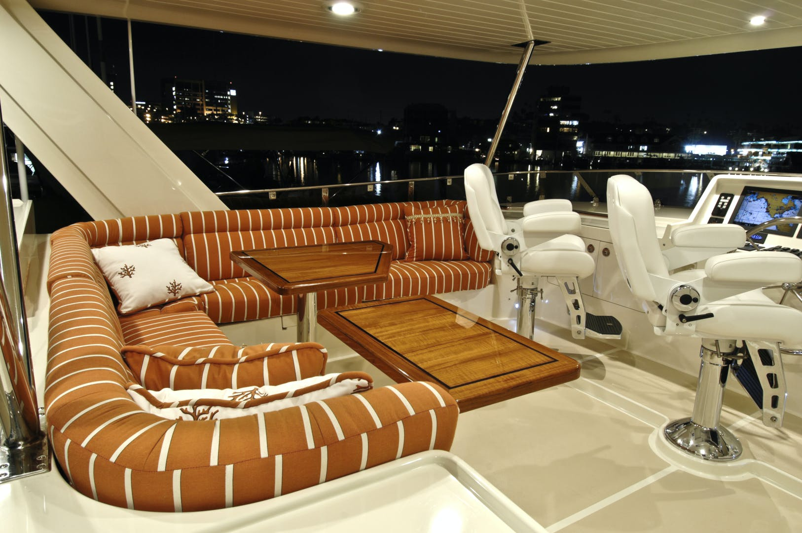 2020 Offshore Yachts 76' 76/80 Motoryacht    Picture 6 of 10