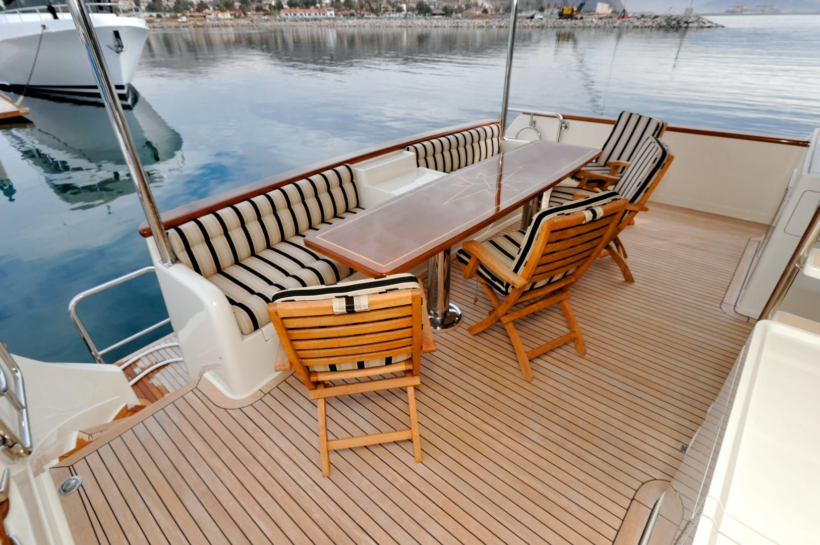 2020 Offshore Yachts 76' 76/80 Motoryacht    Picture 8 of 10