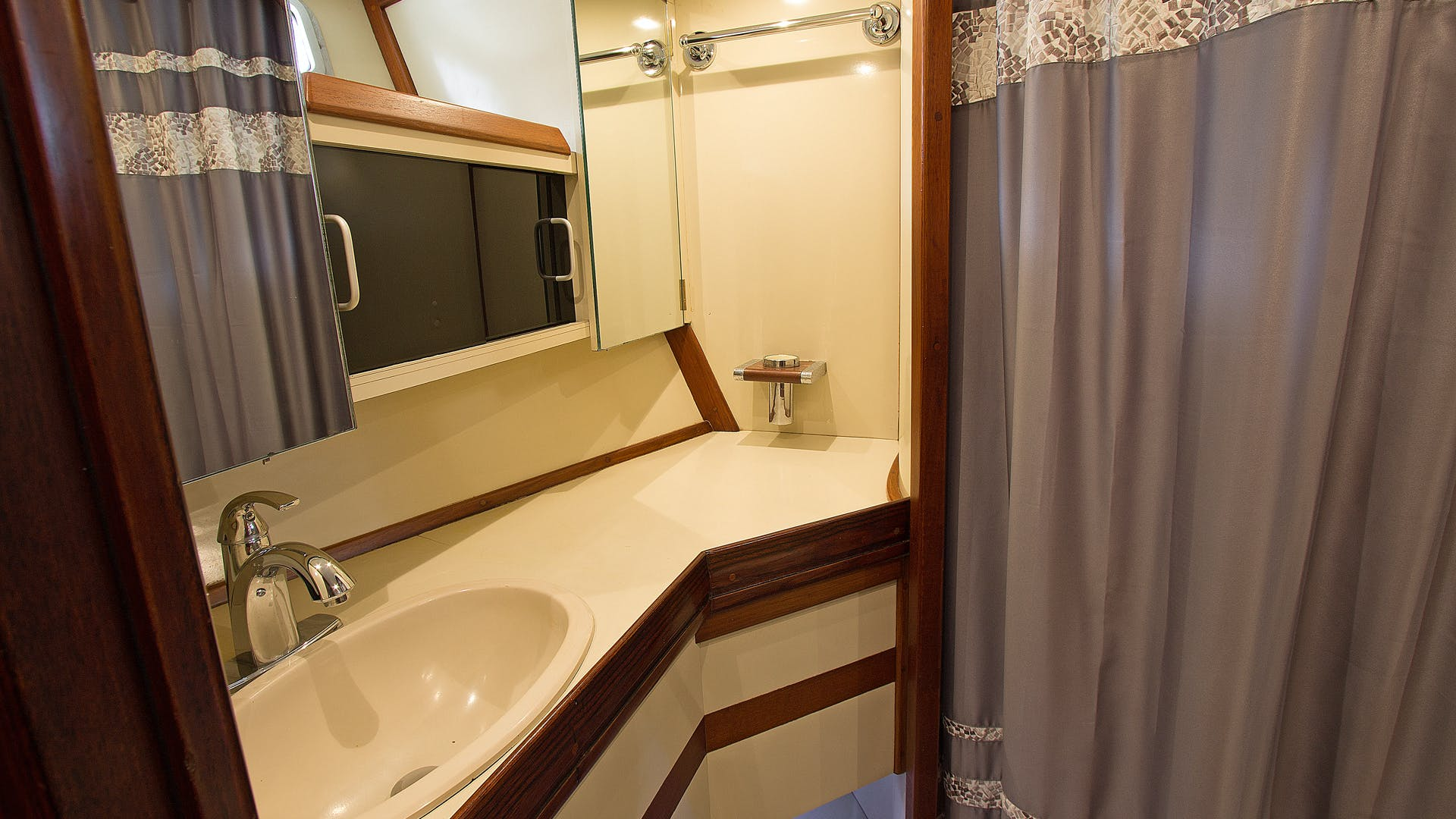 1986 Gulfstar 80' Enclosed Cockpit Eagles Nest | Picture 5 of 37
