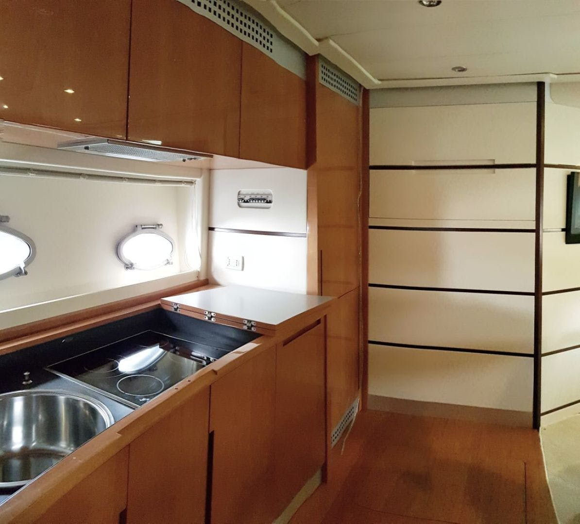 2007 Pershing 62' 62  | Picture 2 of 19