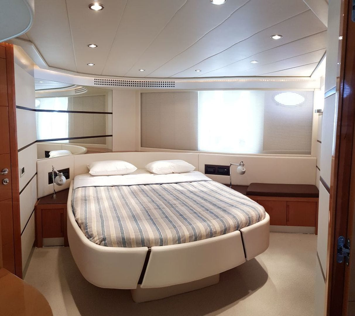 2007 Pershing 62' 62  | Picture 7 of 19