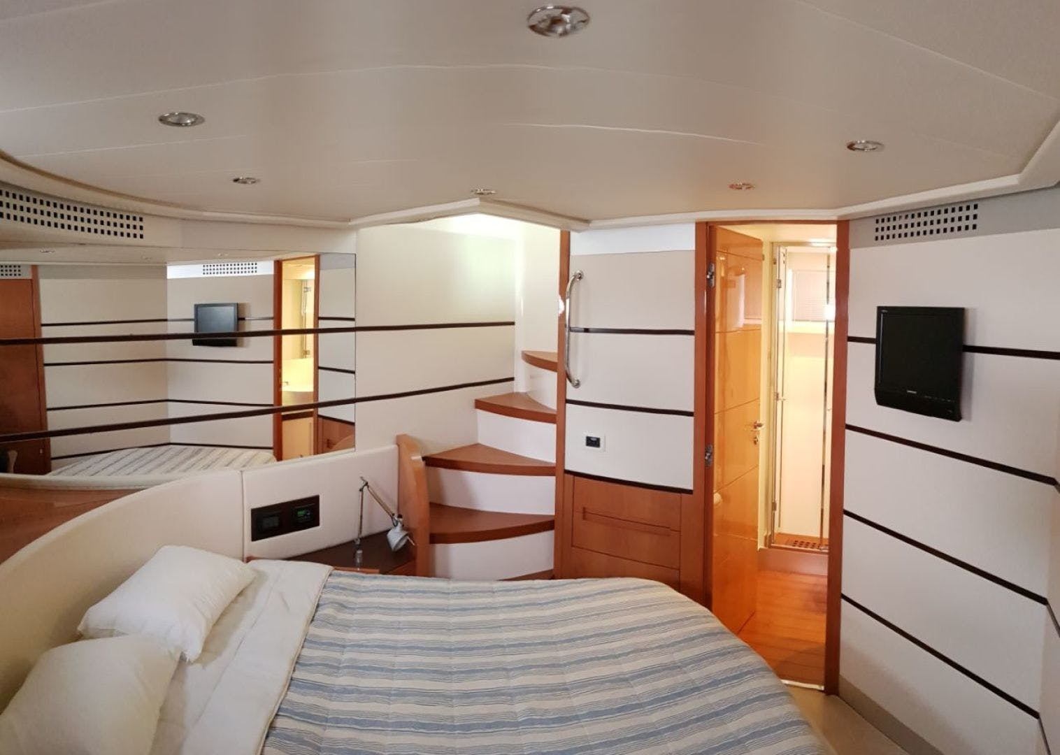2007 Pershing 62' 62  | Picture 8 of 19