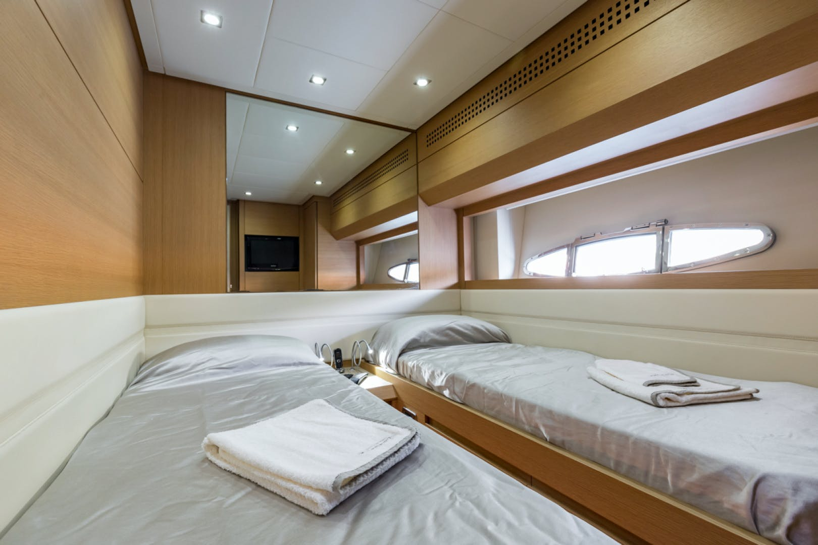 2010 Pershing 80' 80 LOUNOR | Picture 1 of 29