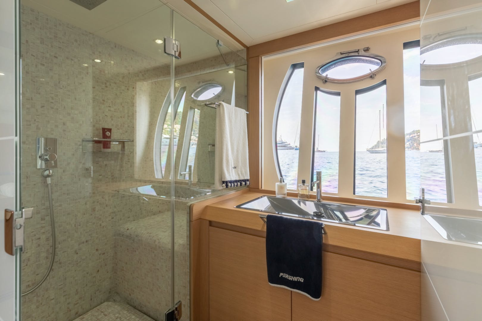2010 Pershing 80' 80 LOUNOR   Picture 5 of 29