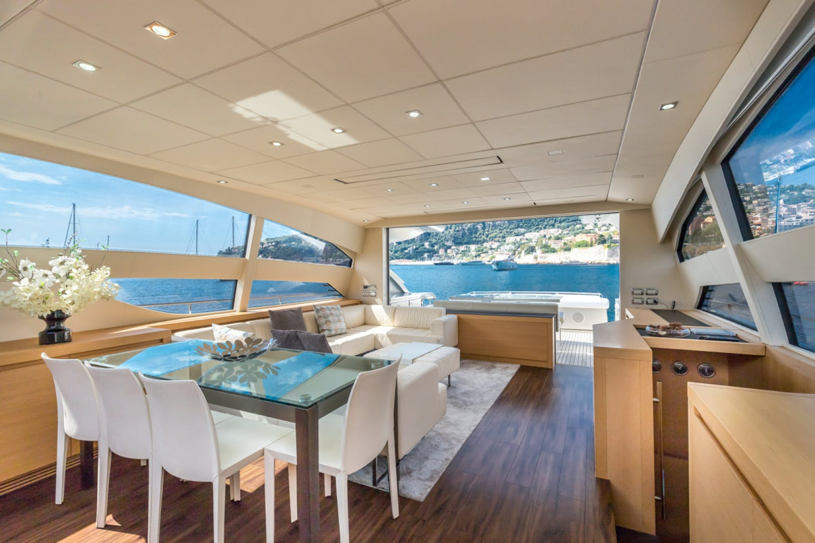 2010 Pershing 80' 80 LOUNOR   Picture 8 of 29