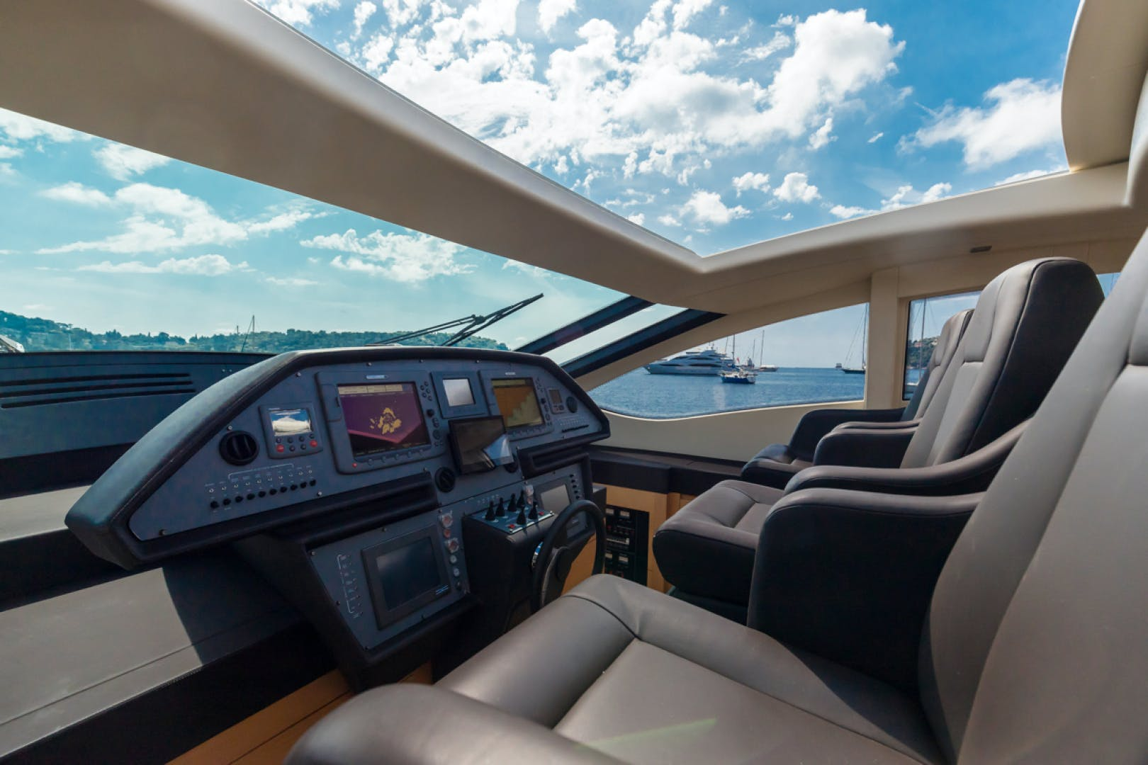2010 Pershing 80' 80 LOUNOR   Picture 2 of 29