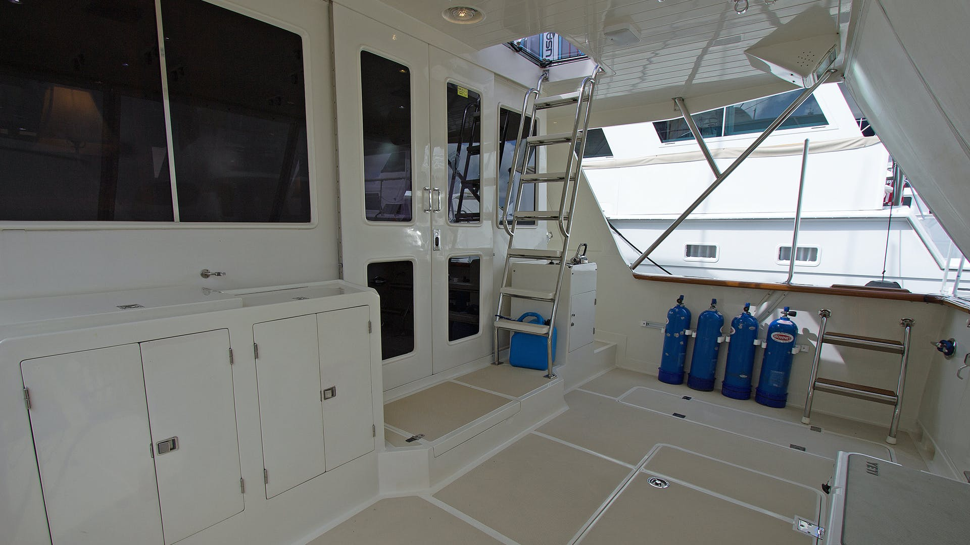 2001 Offshore Yachts 62' Pilothouse Sandman II   Picture 4 of 25