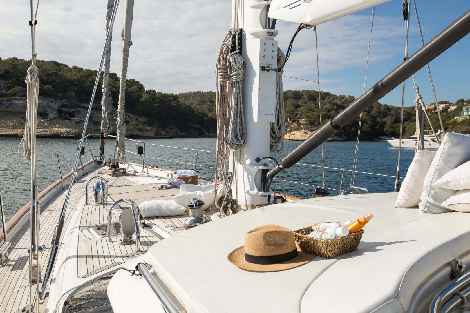 2010 Oyster 82' 82' MATHILDA SOUND   Picture 5 of 64
