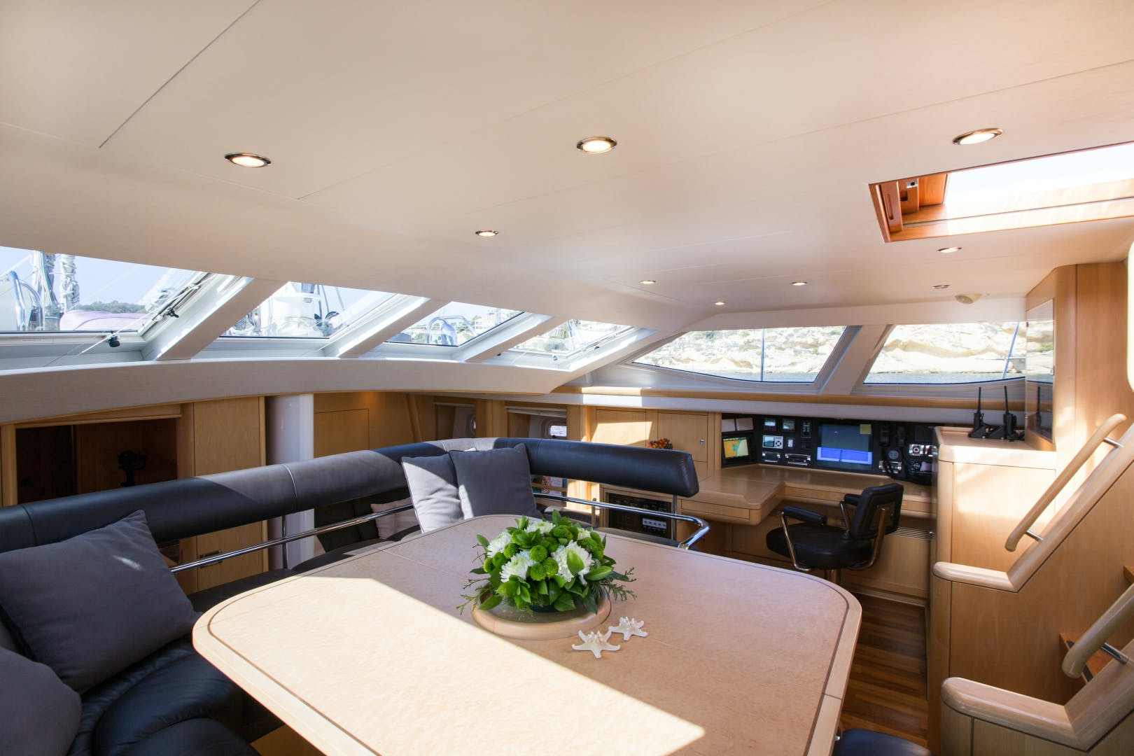 2010 Oyster 82' 82' MATHILDA SOUND   Picture 2 of 64