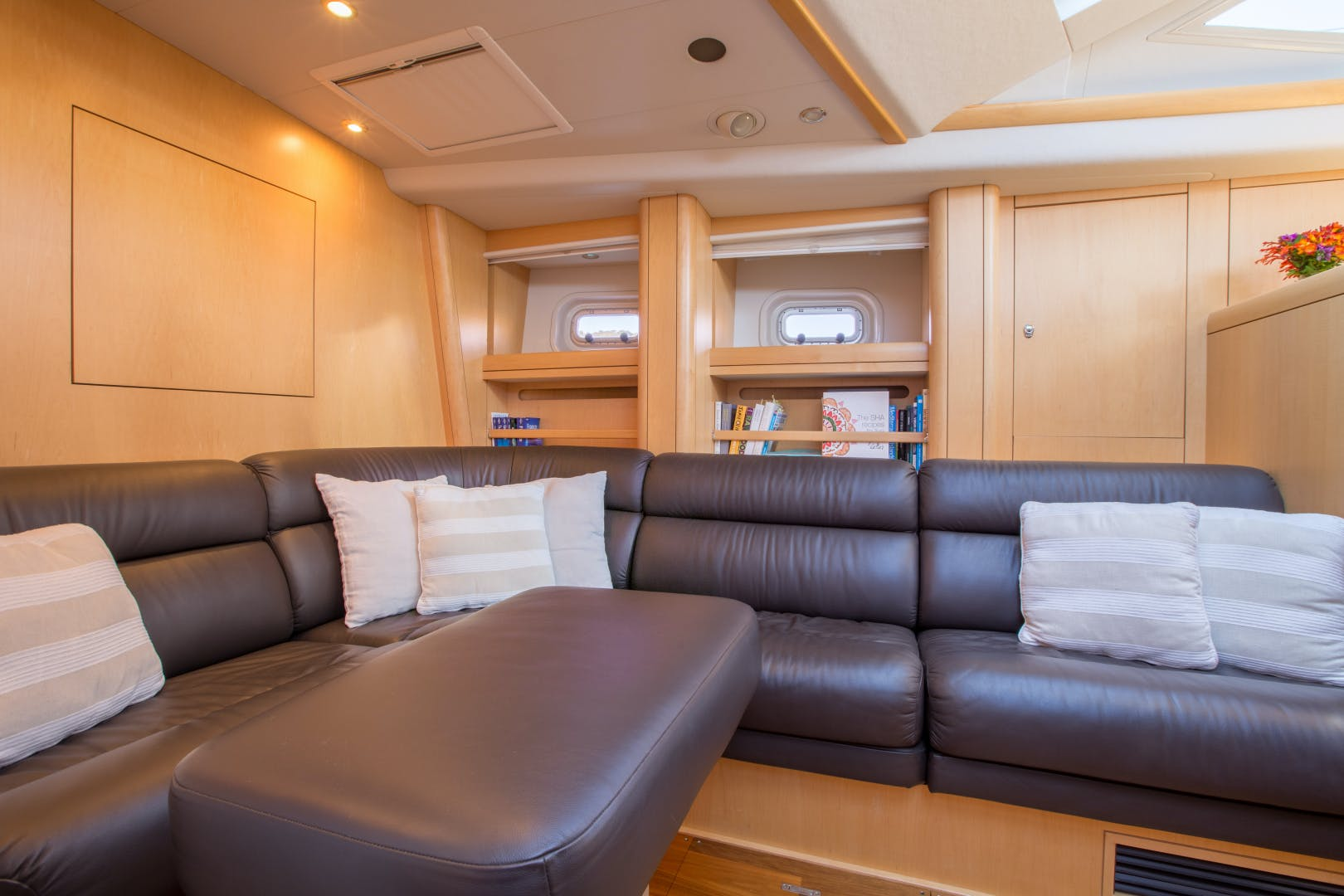 2010 Oyster 82' 82' MATHILDA SOUND   Picture 4 of 64